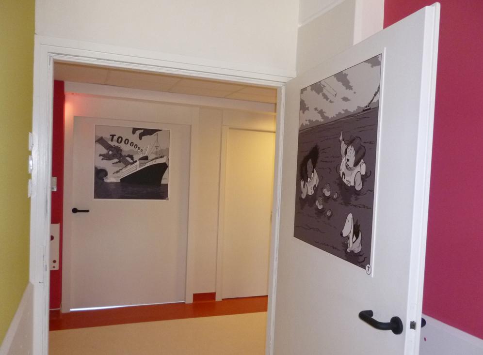 Décoration style BD sur les portes et dans les chambres - Dubourdon